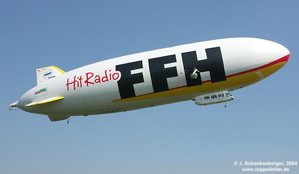 """Der Zeppelin NT (D-LZZF) im Einsatz für """"Hit Radio FFH""""."""